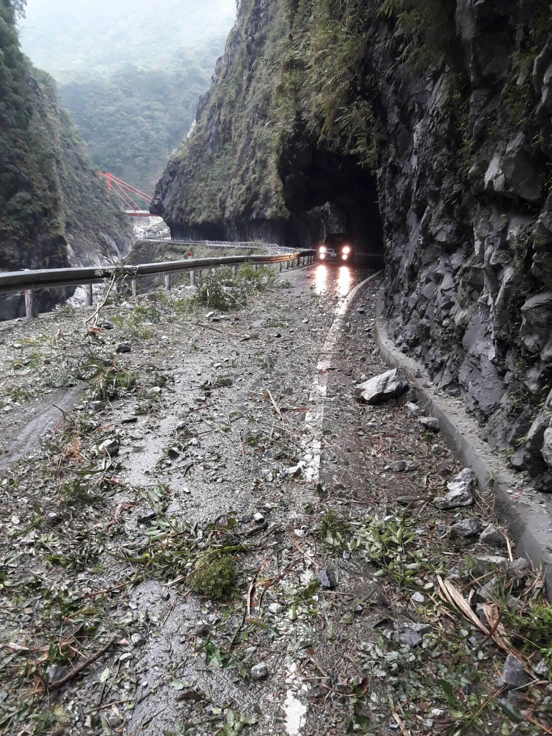 taipei_quake_update_road.jpg